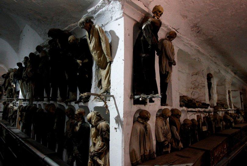 У нас этот обычай вырывания останков умерших из могил принимаем был на более или менее продолжительное время в
